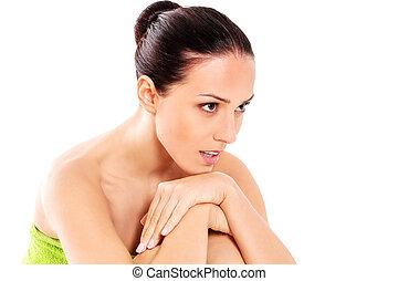 mulher bonita, toalha, chão, sentando