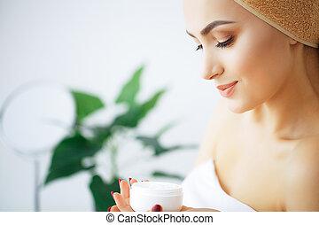 mulher bonita, toalha, puro, beleza, face., segura, jovem, manhã, skin., hands.high, head., retrato, menina, cuidado, resolução, care., creme