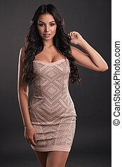 mulher bonita, vestido, jovem, cabelo longo, apertado, brilhante