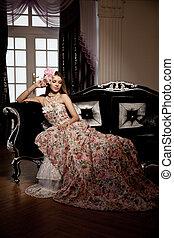 mulher bonita, vindima, jovem, elegante, luxo, interior., sorrindo, vestido
