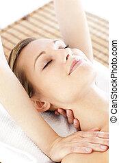 mulher, bonito, jovem, começando massage