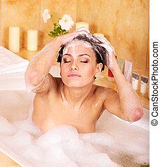 mulher, cabelo lavagem, por, shampoo, .