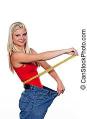 mulher, calças brim, grande, fita, magra, medida