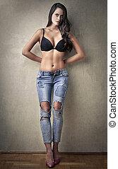mulher, calças brim, soutien