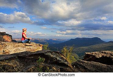 mulher, calmo, ioga, ligado, ápice montês