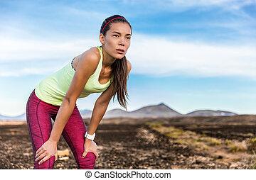 mulher, cansadas, foco, corrida trilha, determinação