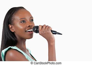 mulher, cantando, microfone