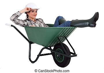 mulher, carrinho de mão