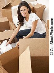 mulher, casa, único, caixas, em movimento, desembrulhar