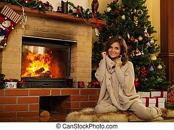 mulher, casa, jovem, lareira, natal, decorado, interior
