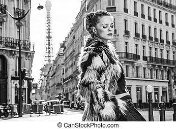 mulher, casaco pele, relaxado, paris, frança, trendy
