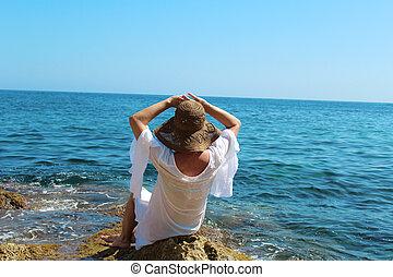 mulher, chapéu, mar