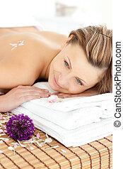 mulher, charming, tabela massagem, retrato, mentindo