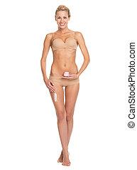 mulher, cheio, aplicando, perna, jovem, comprimento, creme,...