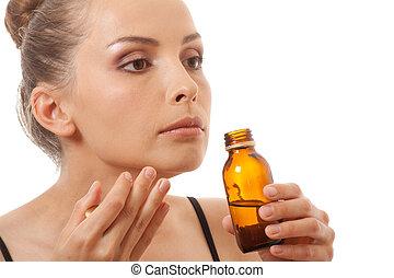 mulher, cheirando, garrafa