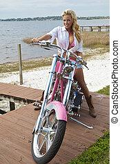 mulher, chopper, shorts, biquíni, loura, excitado, motocicleta