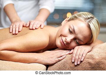 mulher, cima, mentindo, fim, spa, tendo, massagem