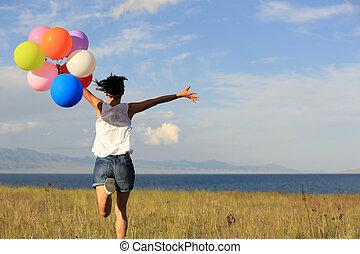 mulher, colorido, jovem, alegrando, executando, asiático, gramado, balões