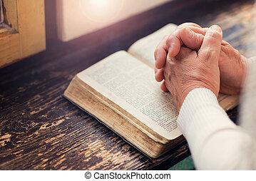 mulher, com, bíblia