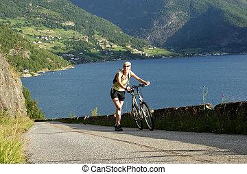 mulher, com, bicicleta