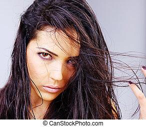 mulher, com, cabelo molhado