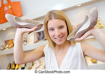 mulher, com, calcanhares altos
