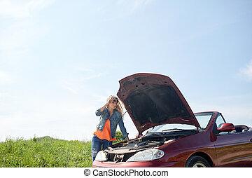 mulher, com, capuz aberto, de, quebrada, car, em, campo