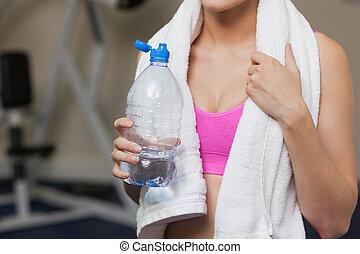 mulher, com, garrafa água, em, ginásio