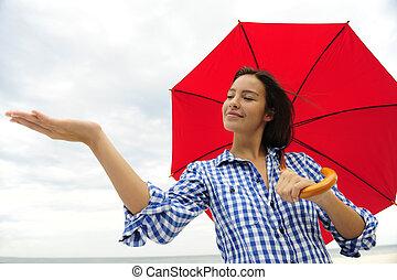 mulher, com, guarda-chuva vermelho, tocar, a, chuva
