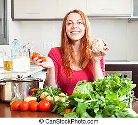 mulher, com, legumes frescos, em, cozinha