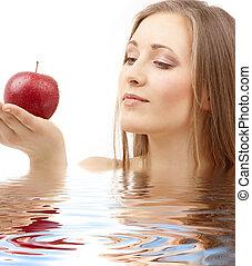 mulher, com, maçã vermelha, em, água