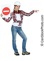 mulher, com, sinal, trânsito direto