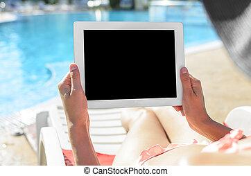 mulher, com, tabuleta, em, piscina