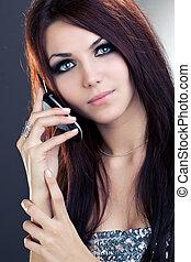 mulher, com, telefone móvel