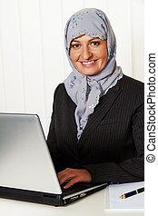mulher, com, um, headscarf, em, escritório