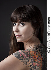 mulher, com, um, tatuagem