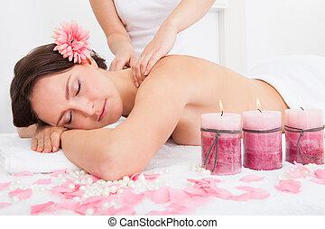 mulher, começando massage, tratamento