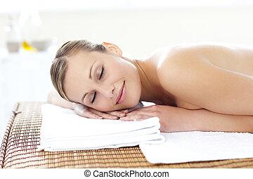 mulher, contente, jovem, tabela, mentindo, massagem