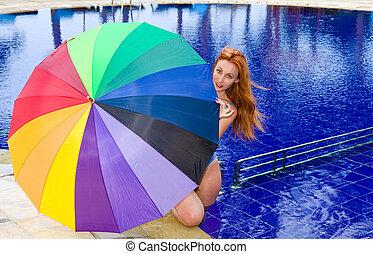 mulher, cor guarda-chuva, jovem, atraente, sob, piscina