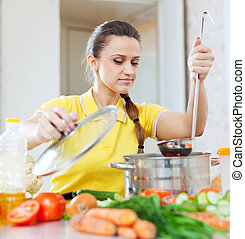 mulher, cozinhar, comida vegetariana