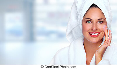 mulher, cream., rosto, moisturising, bonito