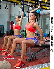 mulher, crossfit, peso, espelho, kettlebell, condicão física, levantamento