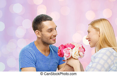 mulher, dar, lar, sorrindo, flores, homem