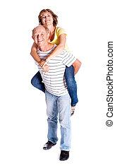 mulher, dar, passeio, piggyback, homem sênior