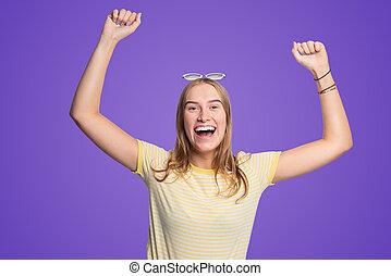mulher, dela, alegria, jovem, braços, levantamento, feliz