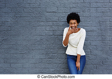 mulher, dela, boca covering, rir, africano, feliz
