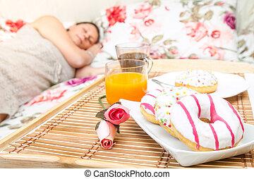 mulher, dela, cama, dormir, bandeja café manhã