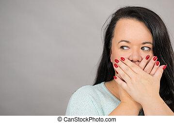 mulher, dela, cobertura, chocado, mão, boca