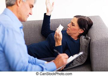 mulher, dela, meio, falando, terapeuta, envelhecido