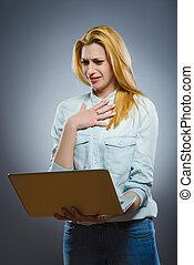 mulher, dela, negócio, laptop, jovem, repugnado, conteúdo